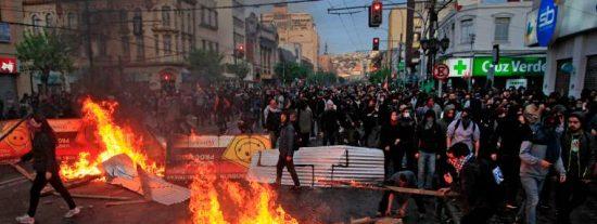 Chile en llamas: La policía detiene a más de 900 personas y la cifra de muertos alcanza las 15 víctimas