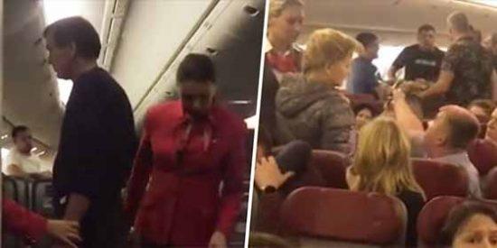 """Un """"hooligan aéreo"""" quiso abrir la puerta del avión en pleno vuelo... estaba más borracho que un mosquito en un cubata"""
