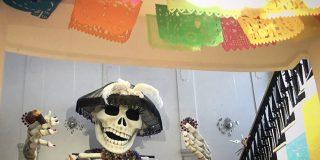 "Casa de México en España exhibe ""Catrina"" gigante para celebrar el Día de Muertos"