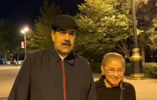 """Nicolás Maduro tuvo que viajar hasta Bakú para poder pasear sin escuchar gritos de """"asesino"""", """"corrupto"""" y """"dictador"""""""