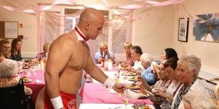 Fotos: Una residencia de ancianos contratan a un grupo de strippers para celebrar un cumpleaños