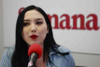 Esposada y desnuda: Así son las fotos íntimas que publicaron de la hija de una senadora colombiana en fuga