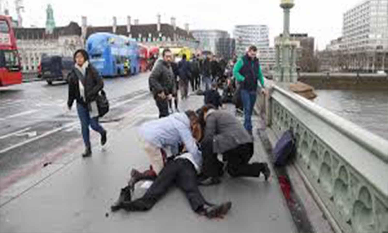 """[Vídeo] El hombre que le quita el cuchillo al terrorista tiroteado en Londres podría ser español: """"aneu enrere, enrere..."""""""
