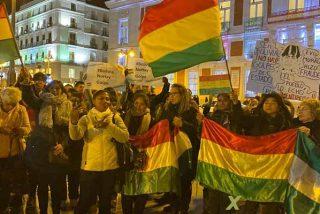 """Bolivianos celebraron en Madrid la caída de Evo y dejaron un mensaje rotundo: """"No es golpe, es democracia"""""""