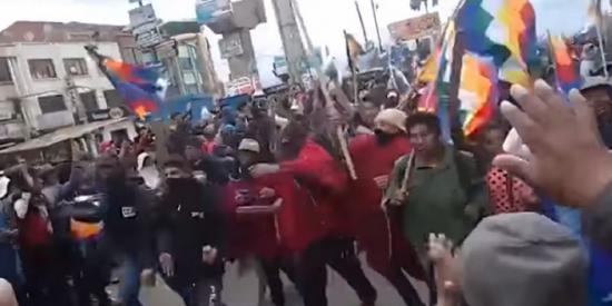 """Los paramilitares del Foro de Sao Paulo llegan a Bolivia e irrumpen en La Paz al grito de """"Ahora sí, guerra civil"""""""