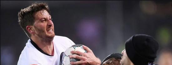 Vídeo: Futbolista argentino golpea a un entrenador en Alemania y desata una pelea magistral