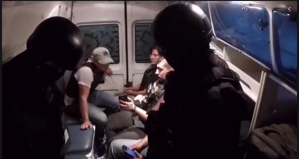 Un grupo de policías se disfraza de médicos y, desde una ambulancia, desarticulan una banda de narcos de Argentina
