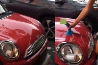 'Querido consolador': Una joven supera los problemas de chapa y pintura del coche gracias a su 'mejor amigo'