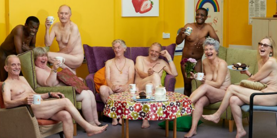 Pensionistas se desnudan y posan para un calendario contra