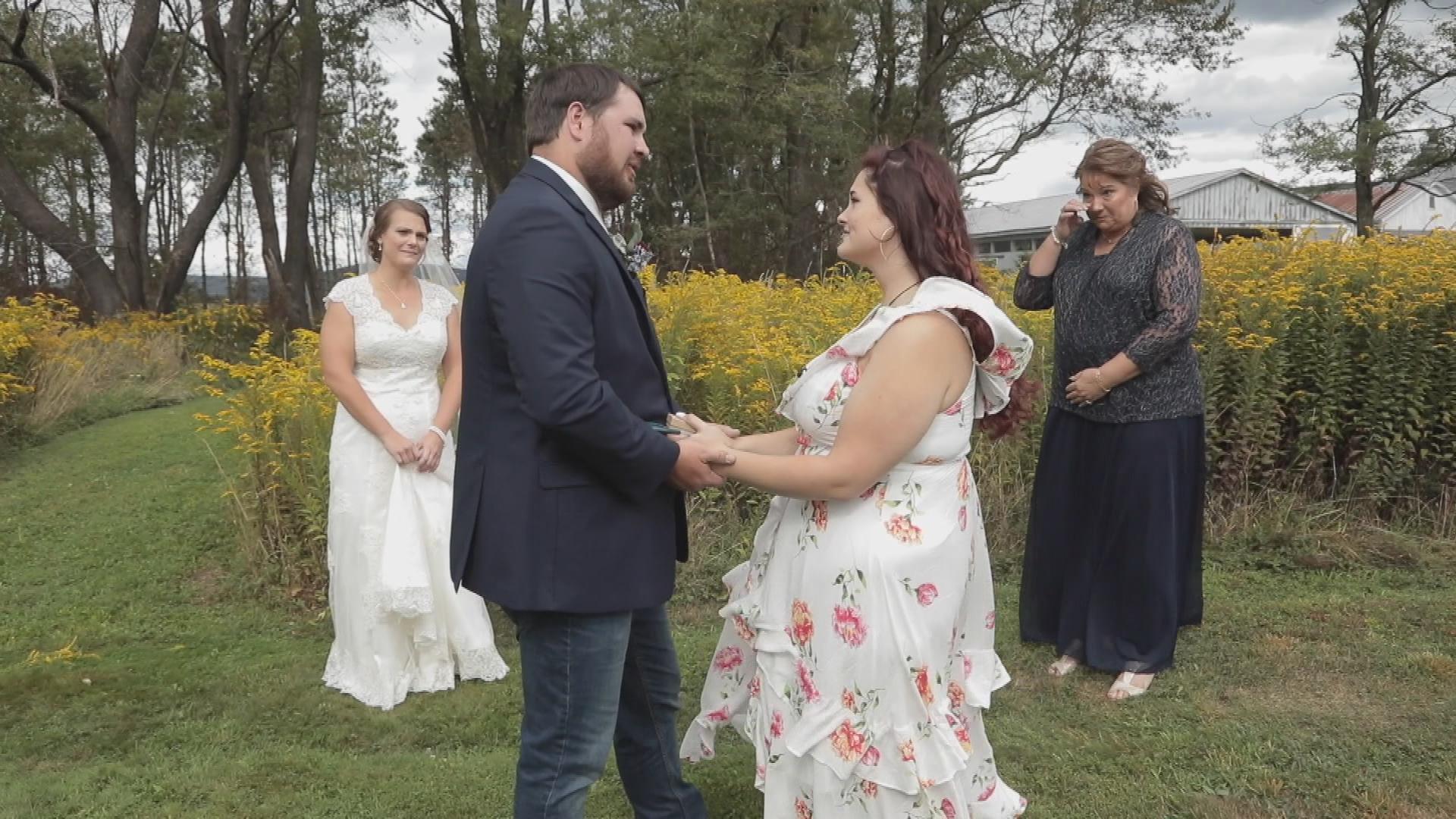 Vídeo: Un invitado sorpresa hace que el novio se rompa en llanto frente del altar