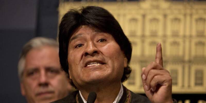 """Evo Morales contra las cuerdas: El ministro del Interior de Bolivia afirmó que """"en las próximas horas"""" saldrá la orden de captura en su contra"""
