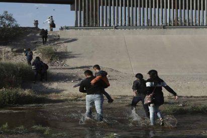 La cruel mentira a los inmigrantes en la frontera de EEUU para devolverlos a México