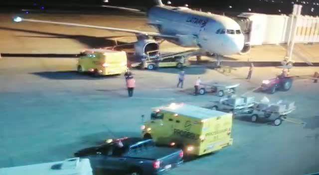 ¿Saqueo nacional?: Dos camiones blindados de Prosegur 'abastecieron' al avión donde escapó Evo Morales a México