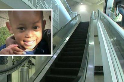 Muere un niño tras caer de unas escalera mecánica de un aeropuerto y la policía acusa por