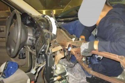 Descubren a un adolescente en el salpicadero de un vehículo intentado colarse a EEUU