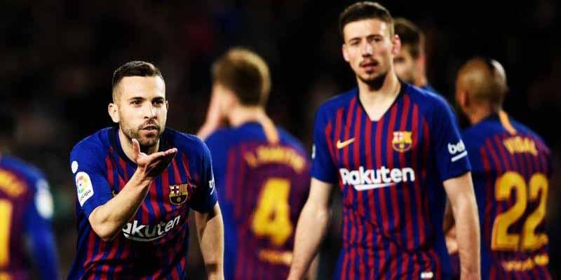 Un futbolista del Barcelona aclaró por qué Messi apenas le habla a Griezmann