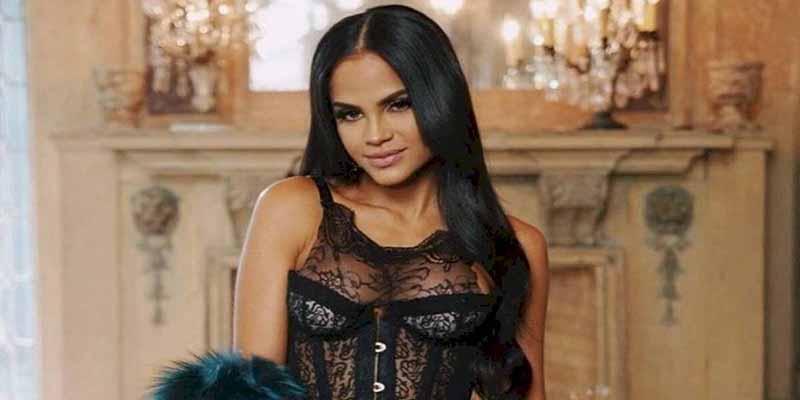 La reguetonera Natti Natasha se muestra en un corset 'push up' y en braguitas de encaje