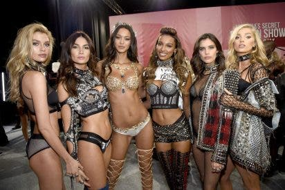 ¿A dónde vamos a parar?: Victoria's Secret cede a las 'pataletas feministas' y renuncia a celebrar su emblemático desfile de lencería