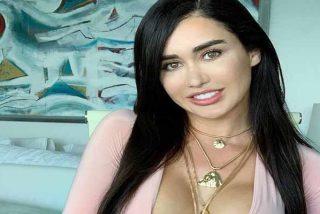 La 'Kim Kardashian mexicana' con una malla transparente para que toques sus 'bubies' con los ojos
