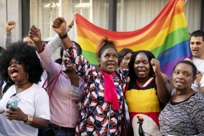 Exámenes anales: El 'truco' de la policía de Uganda en sus redadas contra homosexuales