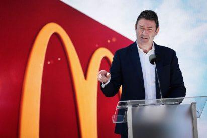 """McDonald's pierde millones de dólares por el """"trágico"""" romance entre presidente de la cadena y su empleada"""