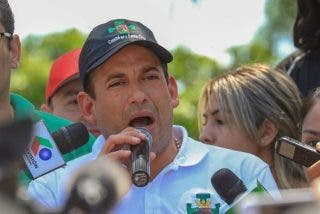 Luis Camacho, líder de la huelga contra Evo Morales, anuncia que será candidato presidencial en Bolivia