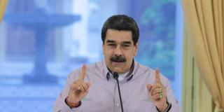 El dictador Maduro olvida ocultar su mega anillo de oro e improvisa una pésima excusa