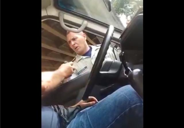 Vídeo: Pillan a un policía corrupto exigiendo su soborno en la Venezuela chavista