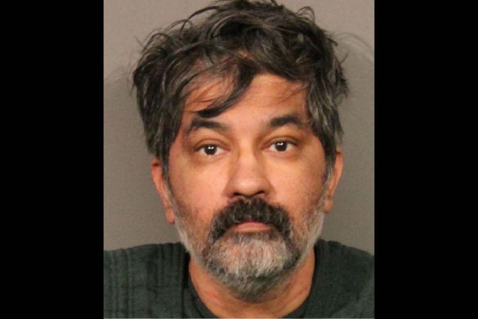 Un hombre mata a su esposa y a sus hijos a lo largo de una semana
