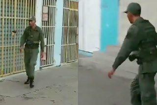 Vídeo: Un soldado chavista tambalea borracho por la calle, la antítesis de los militares de Bolivia que vencieron a Evo Morales