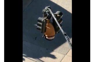 Vídeo: El valiente 'ninja' que se colgó de semáforo en Nueva York