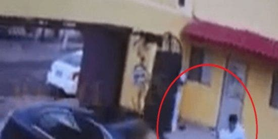 Vídeo: Un par de sicarios se disfrazan de enfermeros para matar a un funcionario público