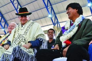 Evo Morales llama al 'superhéroe' de los dictadores de izquierda: Solicita que Zapatero sea mediador en Bolivia