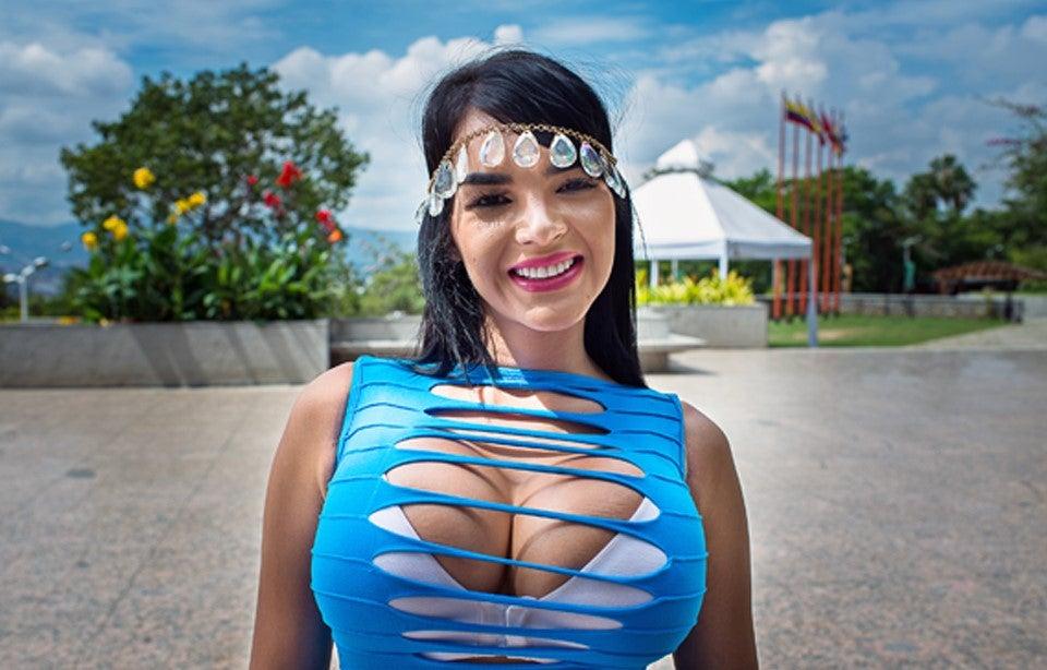 """""""La Barbie Latina"""" se someterá a una nueva cirugía para entrar a un concurso de belleza y en las redes le ruegan que no se las toque"""