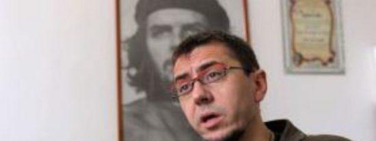 El nuevo ridículo de Monedero: Le duele que el capitalismo convirtió al Che Guevara en una camiseta, pero le calman sus asesinatos y homofobia