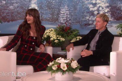 """Cruel entrevista de la exitosa presentadora americana a la actriz Dakota Johnson: """"¿Qué tal la fiesta? ¡Porque a mí no me invitaste!"""""""