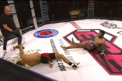 Vídeo: El 'doble nocaut' que dejó en la lona a los dos luchadores