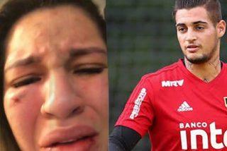 La pareja de un futbolista se graba segundos después de ser agredida por el deportista: