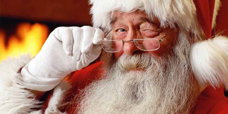 Despiden a Papá Noel de un centro comercial por hacerse unas fotos subidas de tono
