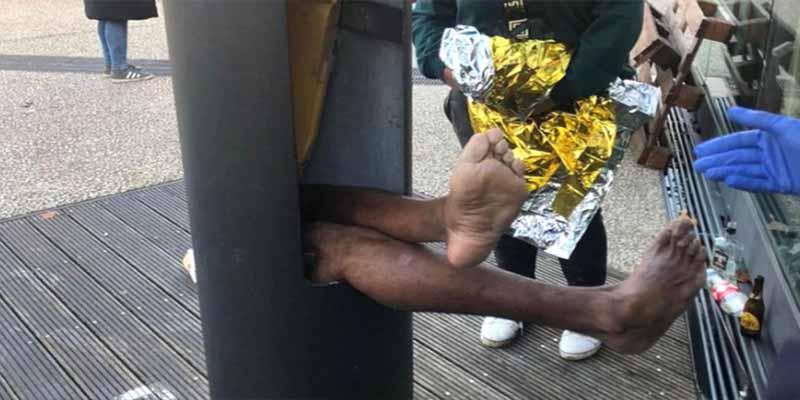 El poste de luz se traga a un hombre que intentaba rescatar su teléfono móvil