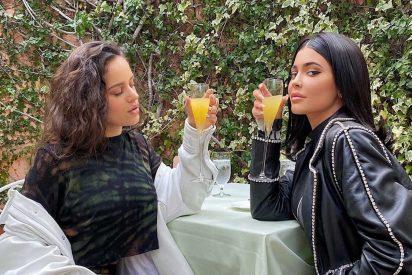 Rosalía y Kylie Jenner rompen las redes compartiendo un momento íntimo