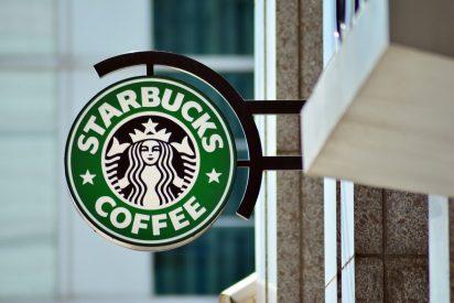 El divertido vídeo de un empleado de Starbucks que renuncia con una canción llena de groserías para su jefe