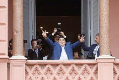 El 'show' de Maradona en el palco presidencial de Argentina: