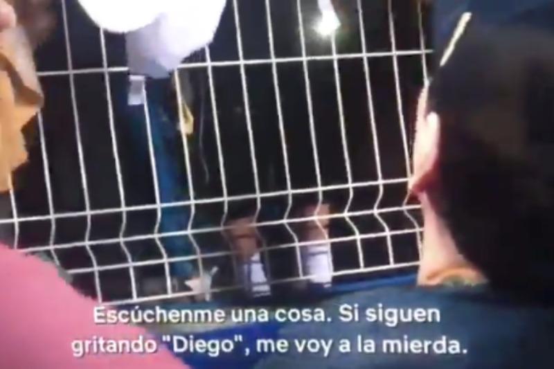 """¿Está fumado? Diego Maradona se encara con unos niños que pedían su autógrafo: """"Si siguen gritando Diego, me voy a la m*erda"""""""