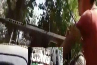 El vídeo de los narcos mexicanos que posan como 'Rambo' junto a su arsenal